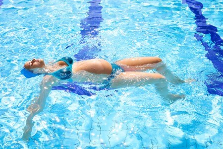 Femme-enceinte-sophrologie-aquatique-piscine-grand-quevilly